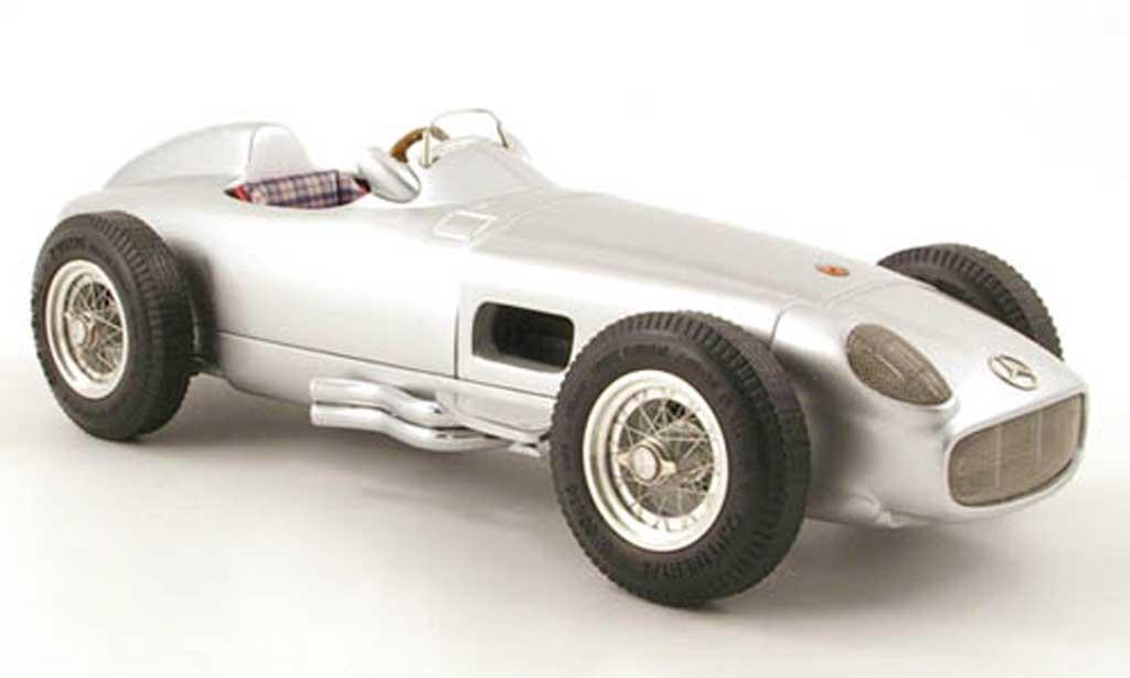 Mercedes W 196 1/18 CMC weltmeister j.m.fangio 1954 miniature