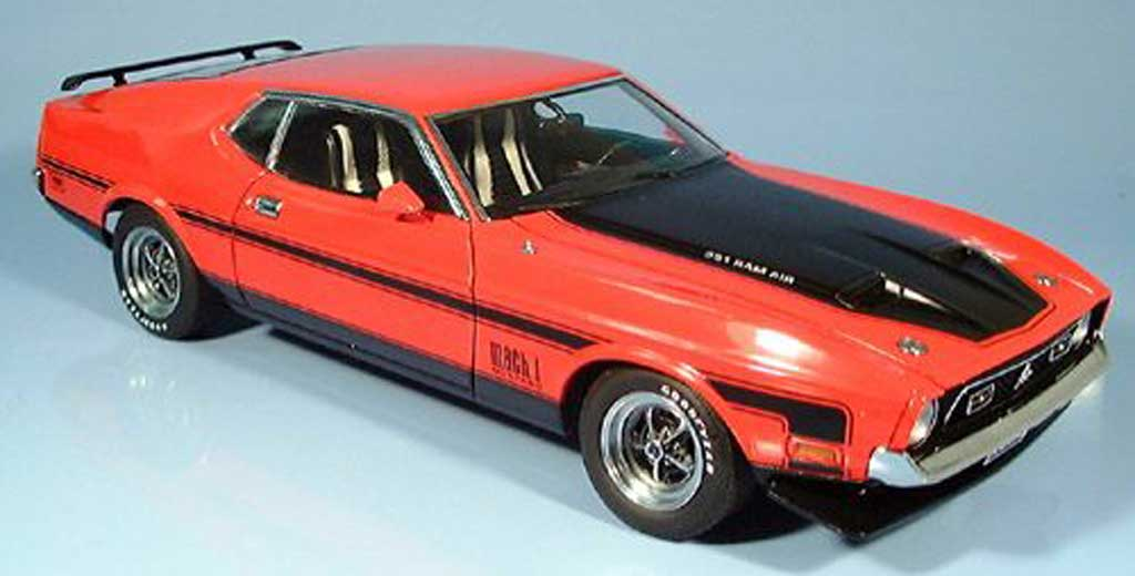 Ford Mustang 1971 1/18 Autoart mach i fastback rouge miniature