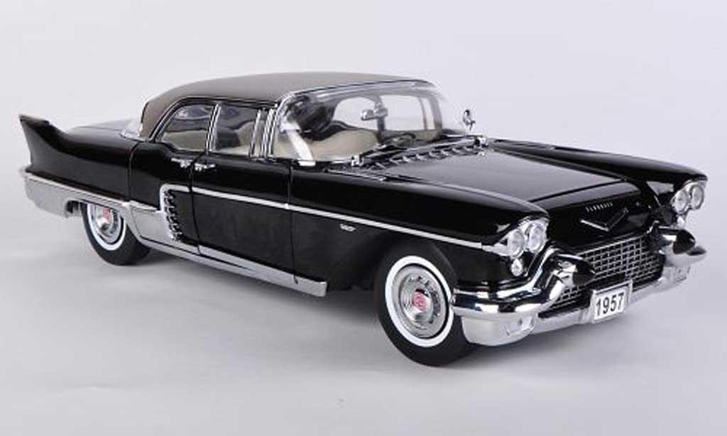 Cadillac Brougham 1/18 Sun Star noire 1957 miniature