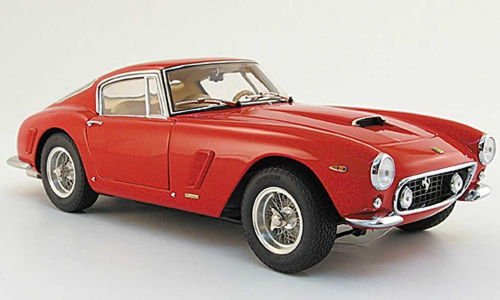 Ferrari 250 GT 1961 1/18 CMC berlina swb roja miniatura