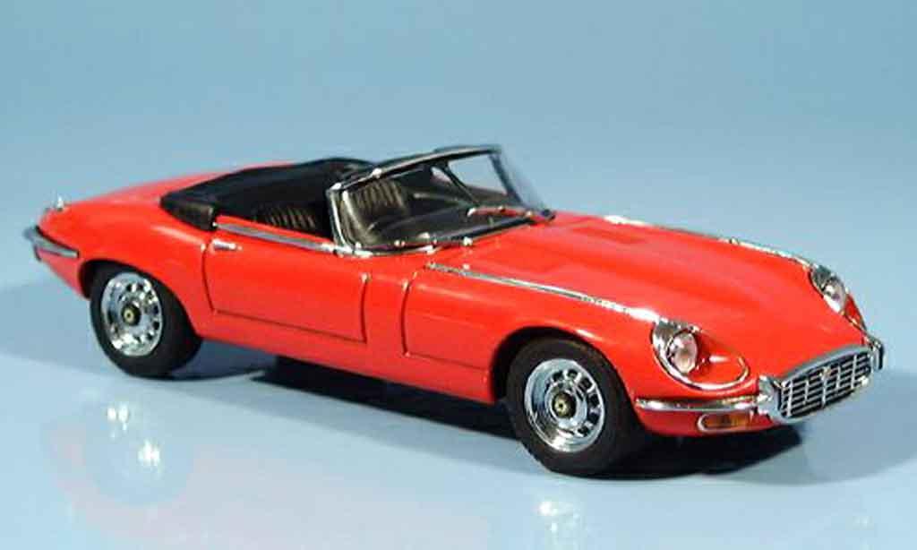 Jaguar E-Type 1/43 Autoart cabriolet serie iii v12 rouge miniature