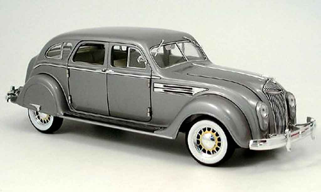 Chrysler Airflow 1/18 Signature grise 1936 miniature