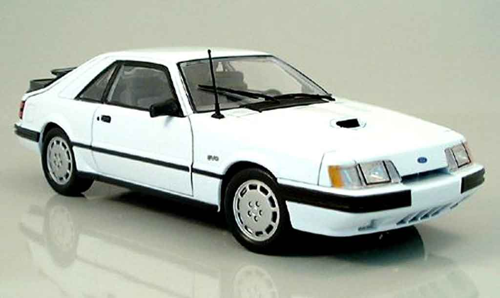 Ford Mustang 1986 1/18 Welly svo blanche miniature