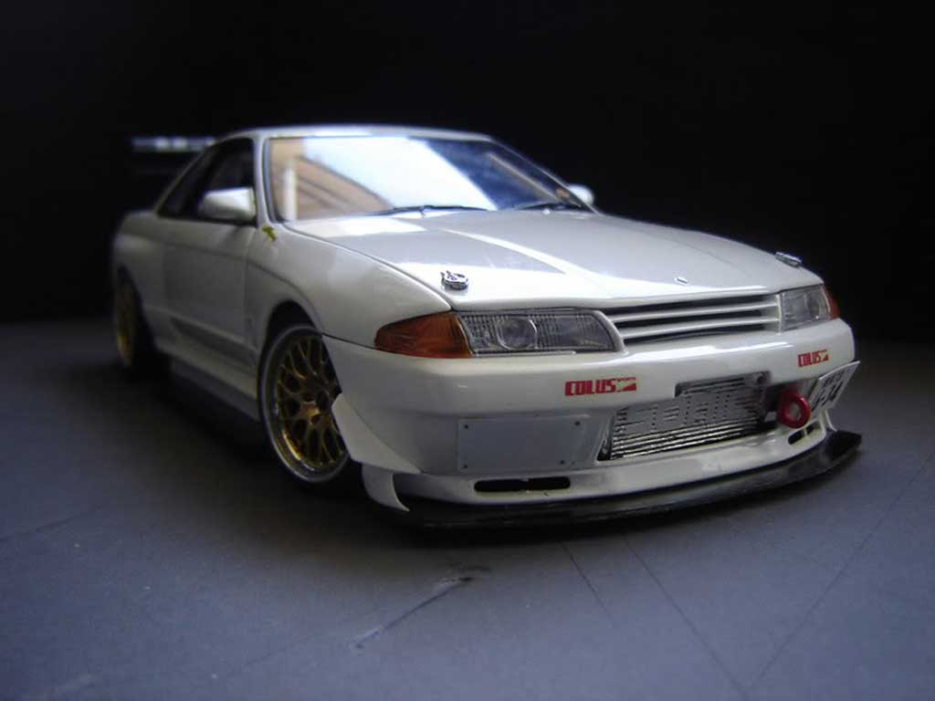 Nissan Skyline R32 Time attack bianco tuning Kyosho. Nissan Skyline R32 Time attack bianco modellini 1/18