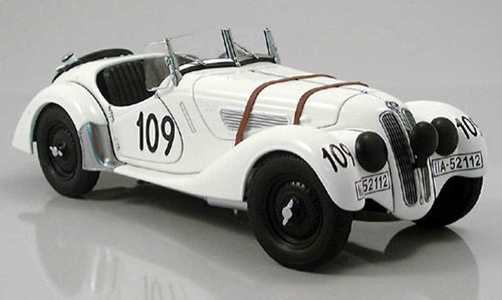 Bmw 328 1938 1/18 Autoart roadster mille miglia blanche numero 109 miniature