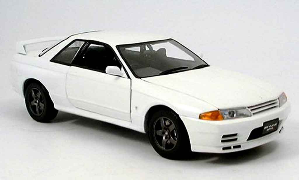 nissan skyline r32 miniature gt r blanche kyosho 1 18. Black Bedroom Furniture Sets. Home Design Ideas