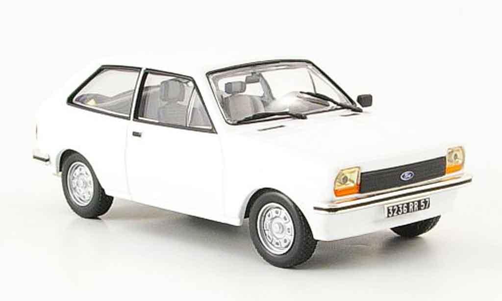 Ford Fiesta 1/43 IXO blanche 1976 miniature