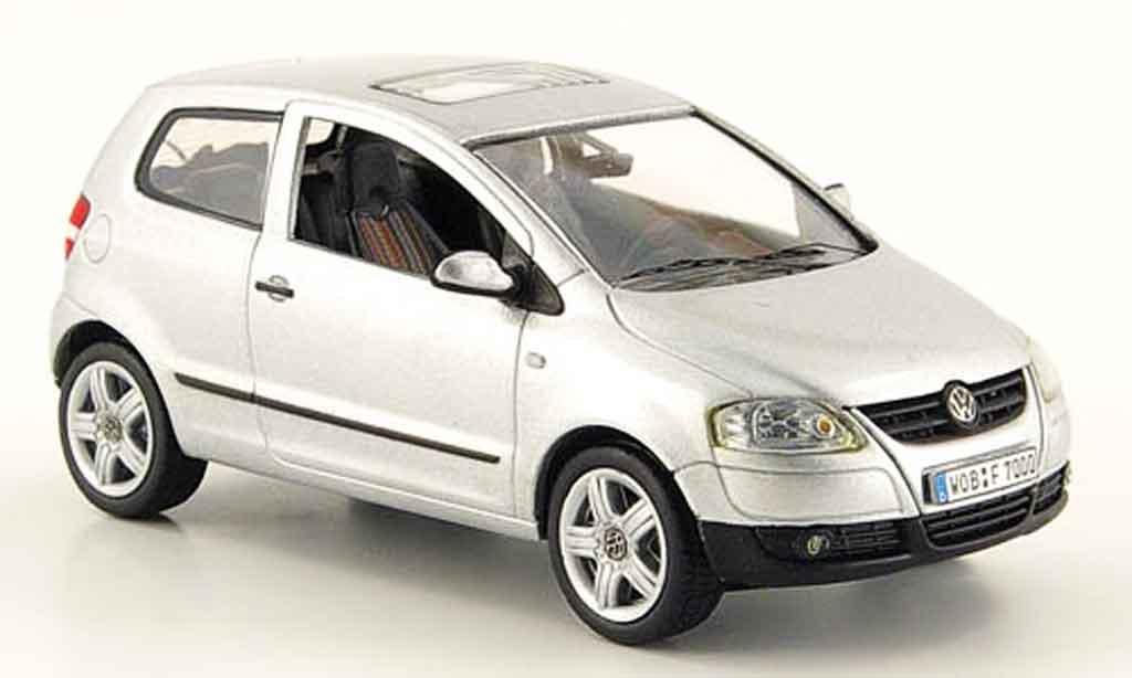 volkswagen fox grau metallisch avec lenkung 2005 schuco modellauto 1 43 kaufen verkauf. Black Bedroom Furniture Sets. Home Design Ideas