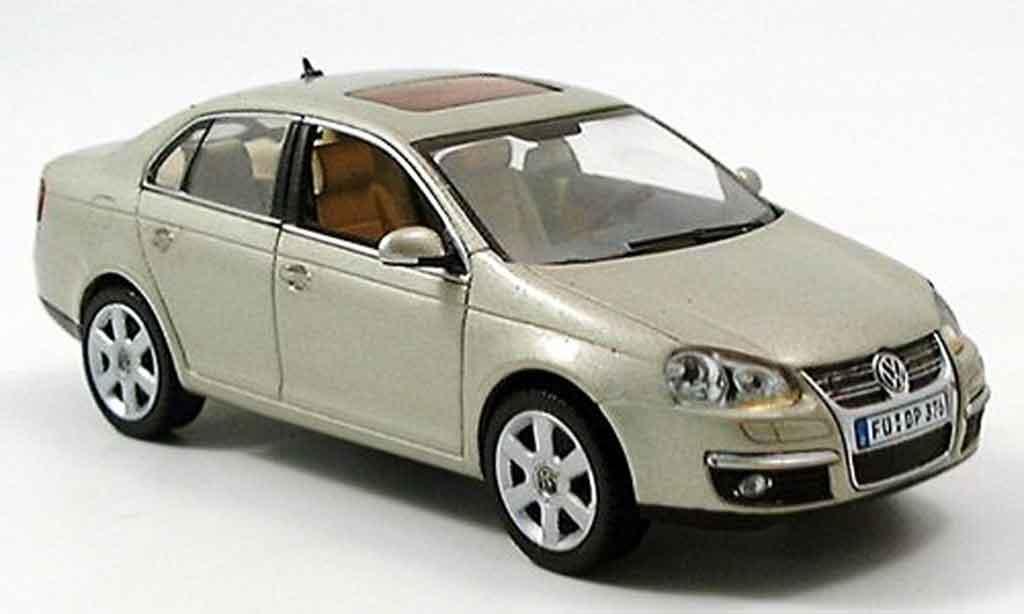 Volkswagen Jetta 1/43 Schuco beige 2005 miniature