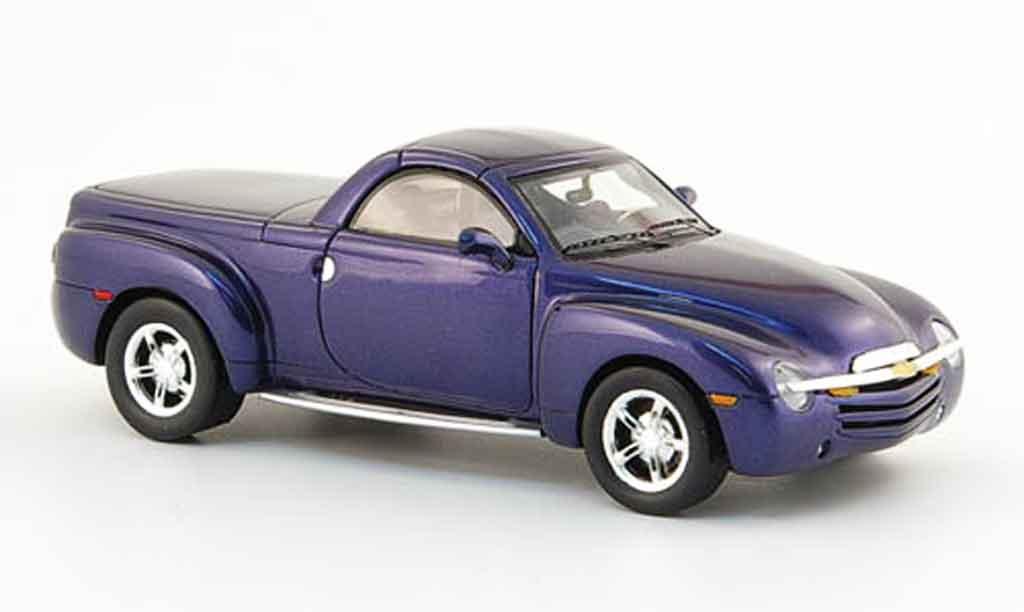 Chevrolet SSR 1/43 Spark bleu 2005 miniature