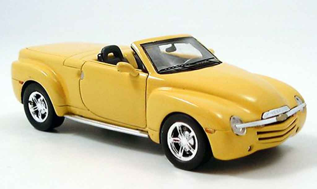 Chevrolet SSR 1/43 Spark jaune 2005 miniature
