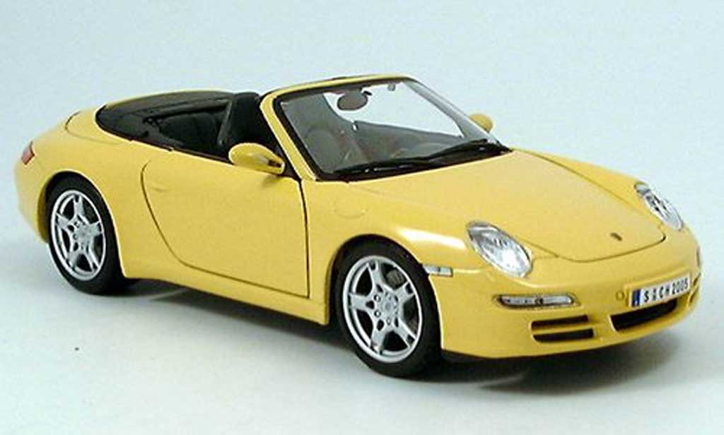 Porsche 997 Cabriolet 1/18 Maisto Cabriolet S jaune miniature