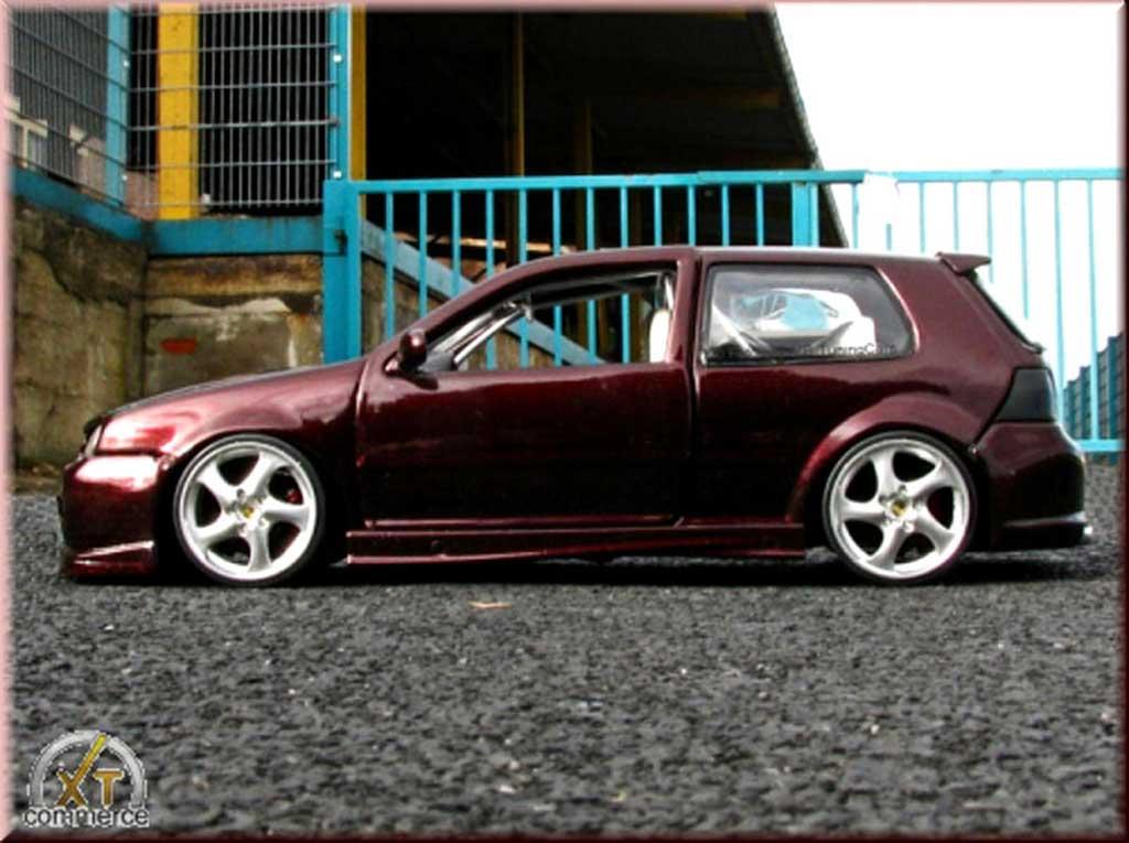 Volkswagen Golf 4 GTI 1/18 Revell violettee jantes porsche 17 pouces kit carrosserie