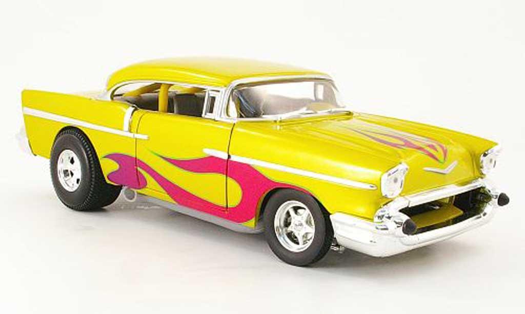 Chevrolet Bel Air 1957 1/18 Hot Wheels coupe jaune avec flammendekor miniature