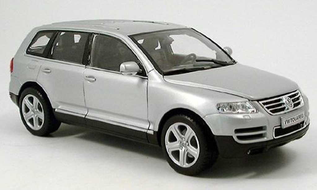 Volkswagen Touareg gray Welly. Volkswagen Touareg gray miniature 1/18