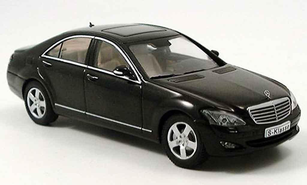 Mercedes Classe S 1/43 Autoart S 500 SWB noire 2004 miniature
