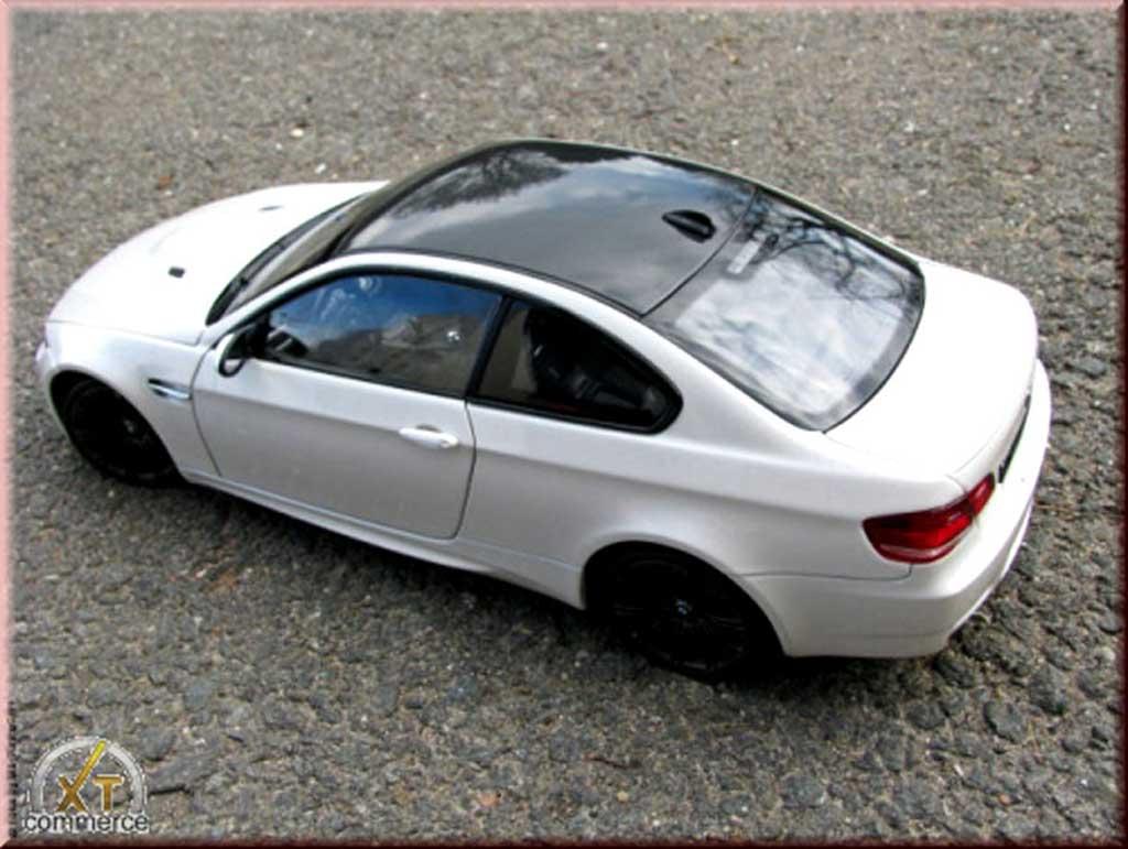bmw m3 e92 miniature blanche coupe jantes noir mat kyosho 1 18 voiture. Black Bedroom Furniture Sets. Home Design Ideas