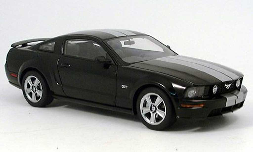 ford mustang 2005 gt schwarz autoart modellauto 1 18. Black Bedroom Furniture Sets. Home Design Ideas