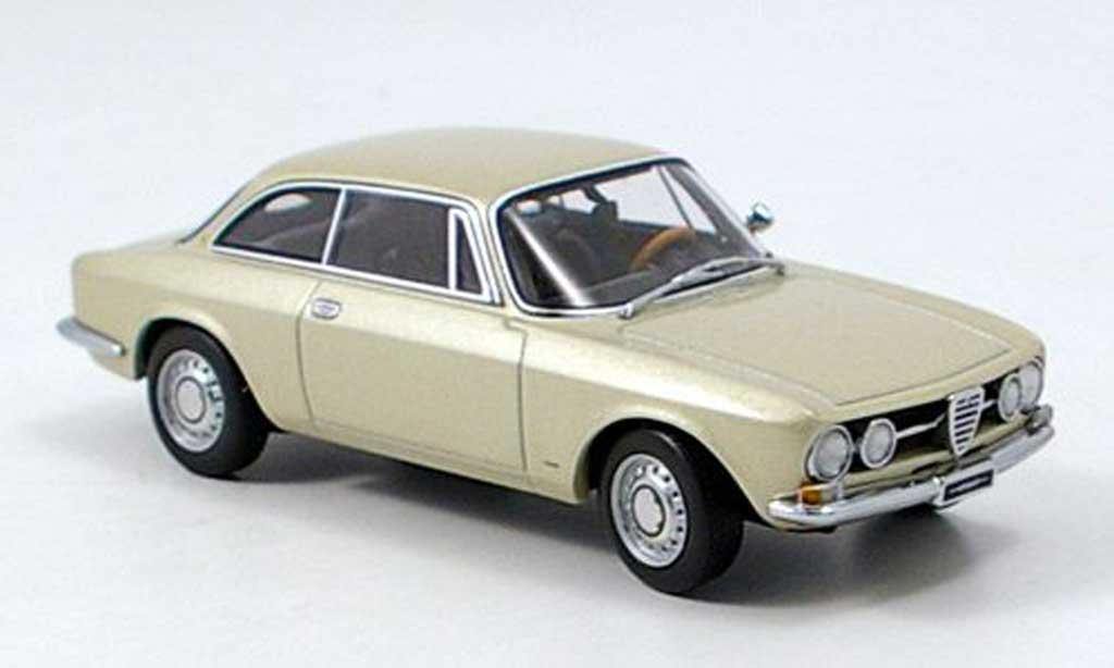 Alfa Romeo 1750 GTV 1/43 Autoart beige 1967 miniatura