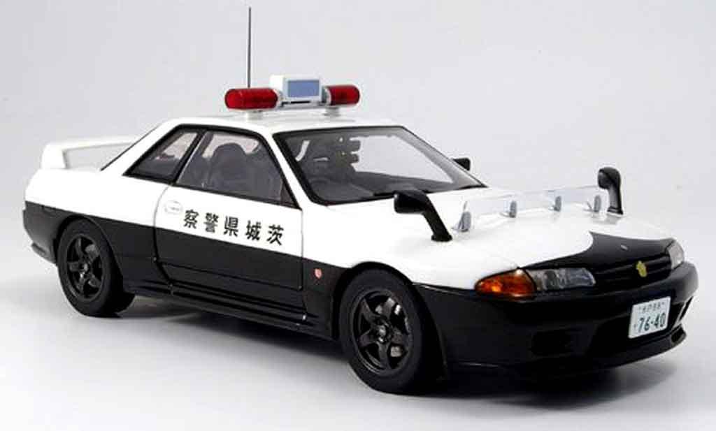 Nissan Skyline R32 1/18 Autoart gtr polizei japan modellino in miniatura