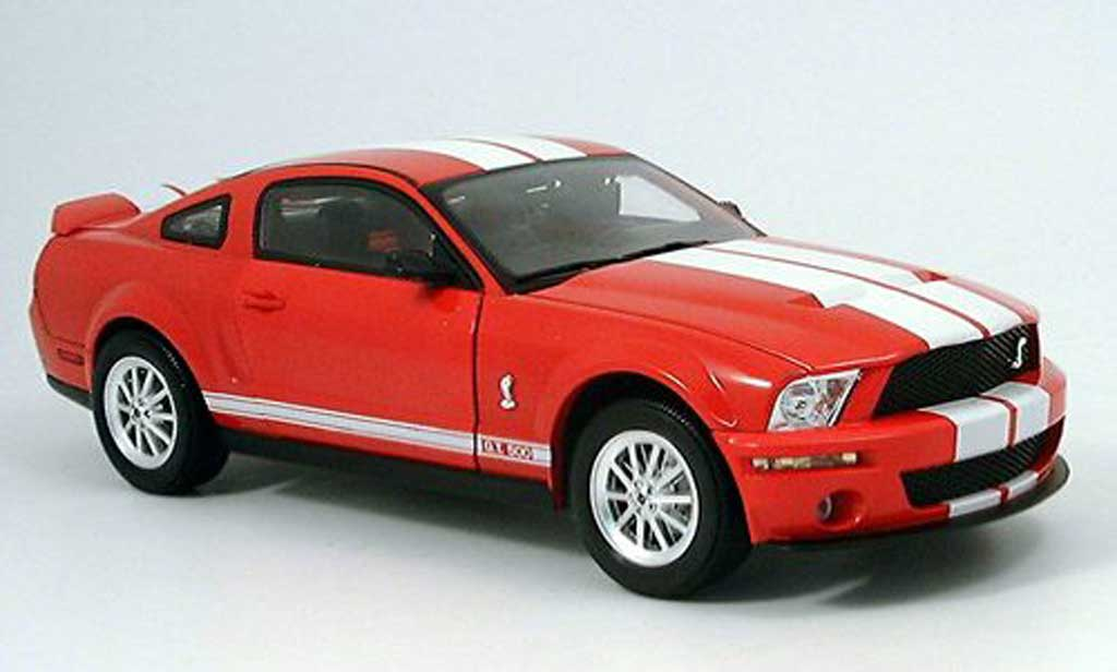 Shelby GT 500 1/18 Shelby Collectibles rouge blanche 2007 miniature