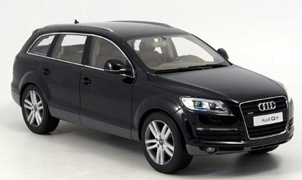 audi q7 miniature noir kyosho 1 18 voiture. Black Bedroom Furniture Sets. Home Design Ideas
