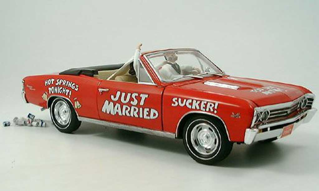 Chevrolet Chevelle 1967 1/18 Ertl rouge just married miniature