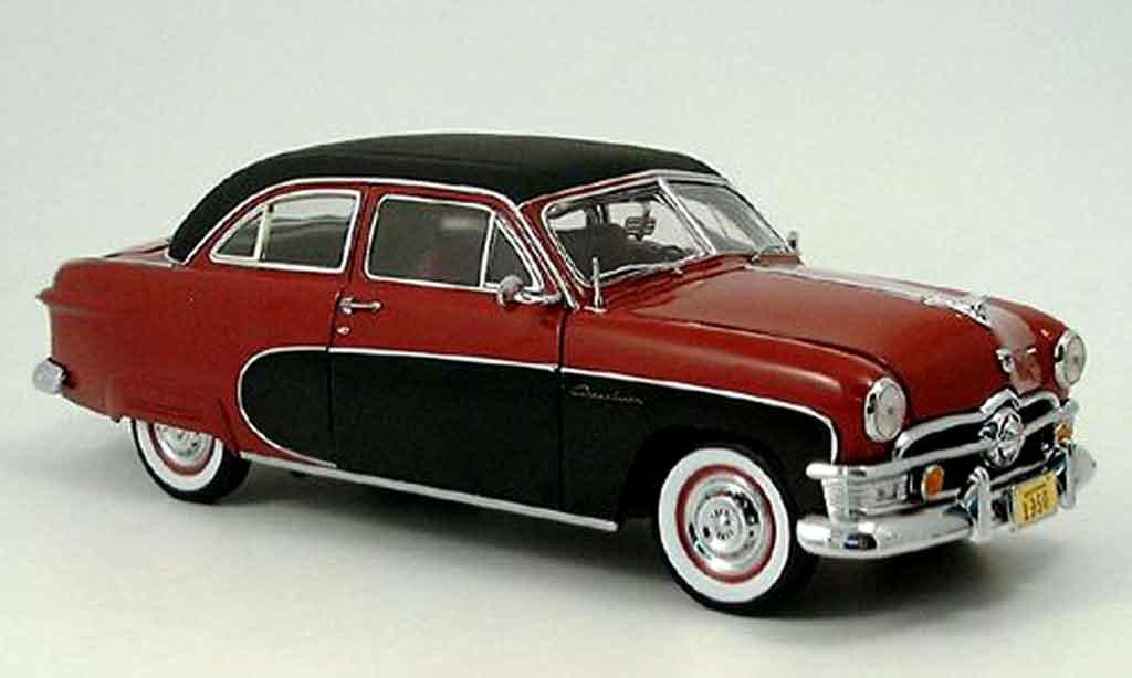 Ford Crestliner 1/18 Precision rouge-noire 1950 miniature