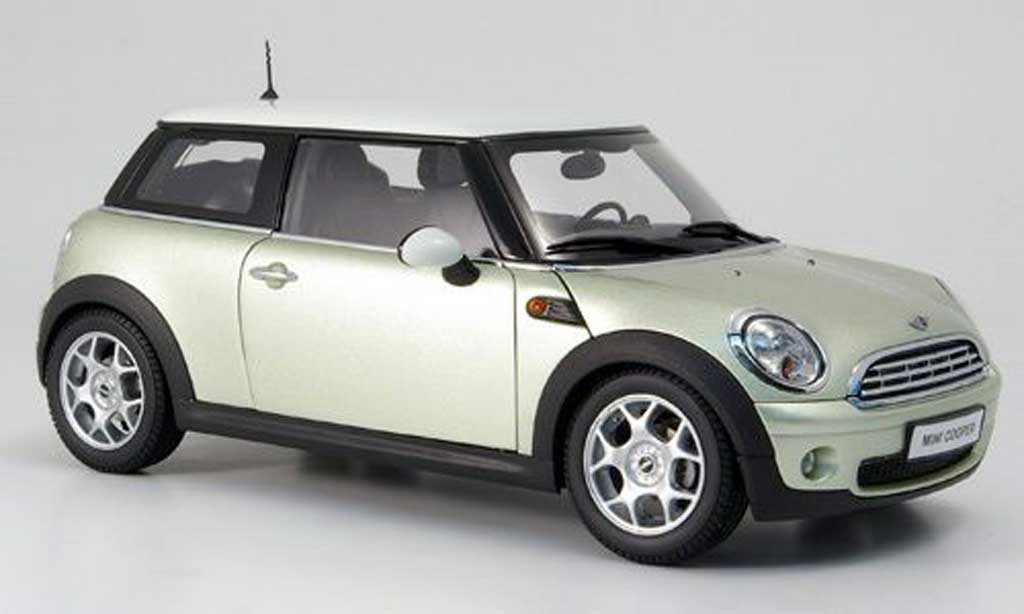 mini cooper s miniature grise et toit blanc kyosho 1 18 voiture. Black Bedroom Furniture Sets. Home Design Ideas