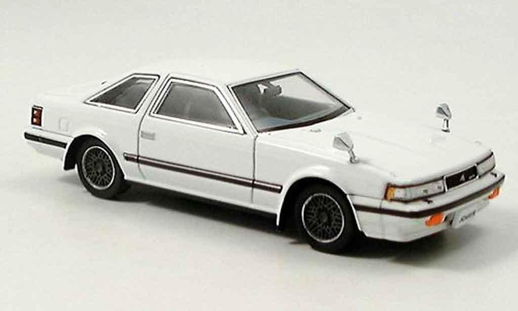 Toyota Soarer 1/43 Aoshima 2000 vr turbo blanche 1982 miniature