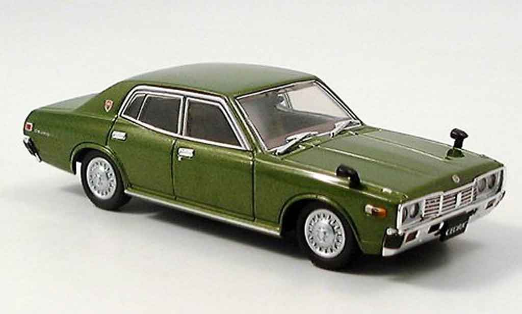 Nissan Cedric 330 1/43 Aoshima verte 1977 miniature