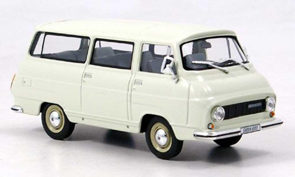 Skoda 1203 1/43 Abrex Mikrobus blanche miniature