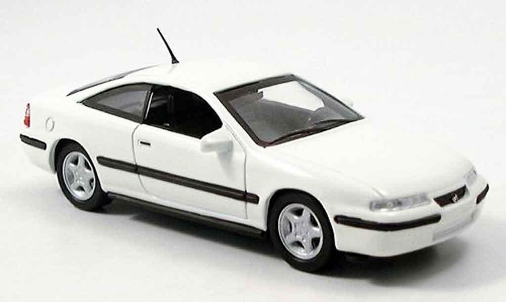 Opel Calibra 1/43 Del Prado blanche miniature