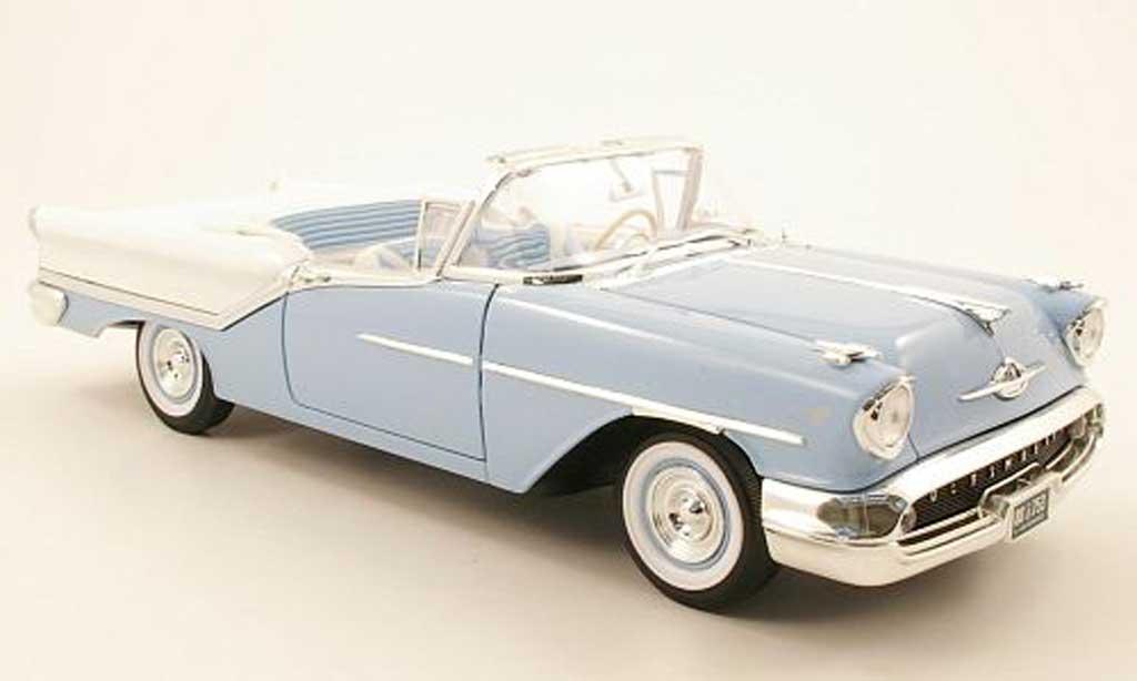 Oldsmobile Super 88 1/18 Yat Ming convertible bleu blanche 1957 miniature