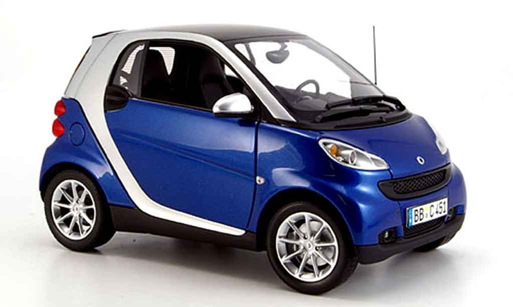 smart fortwo blue gray 2007 minichamps diecast model car 1 18 buy sell diecast car on. Black Bedroom Furniture Sets. Home Design Ideas