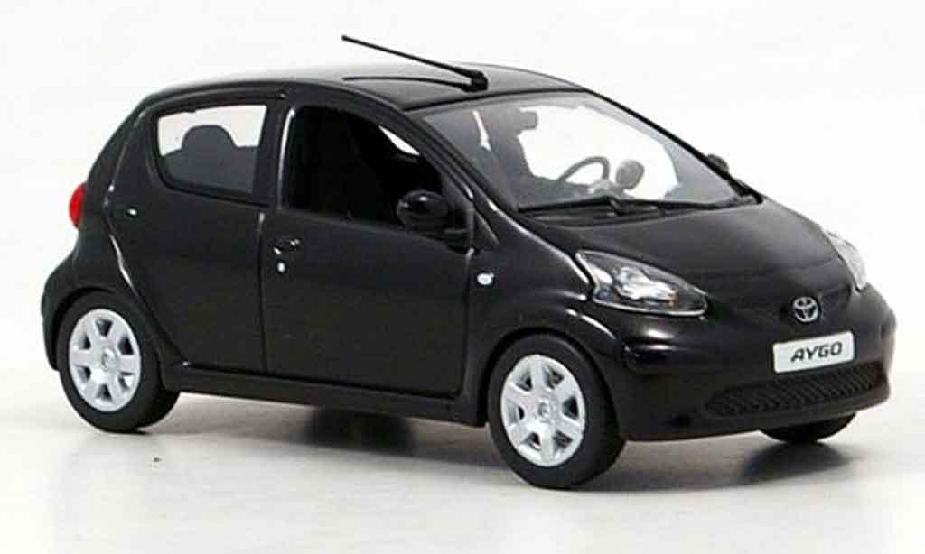 Toyota Aygo 1/43 Minichamps noire 2005 miniature