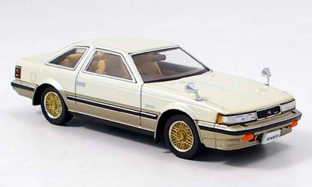 Toyota Soarer 1/43 Aoshima 2800 gt liaveced beige 1982 miniature
