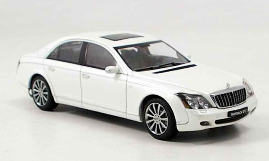 Maybach 57 1/43 Autoart S blanche 2005 miniature