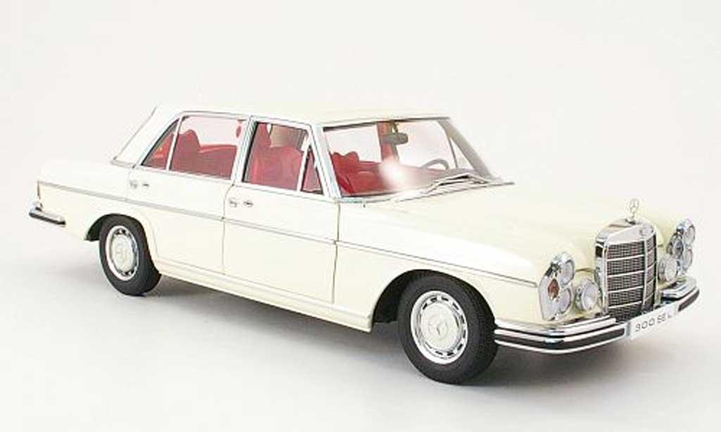 Mercedes 300 SEL 1/18 Autoart 6.3 blanche 1970 miniature
