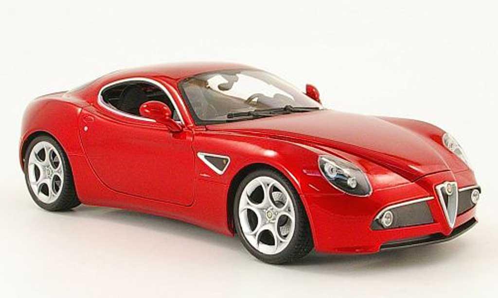 Alfa Romeo 8C Competizione red Welly. Alfa Romeo 8C Competizione red miniature 1/18