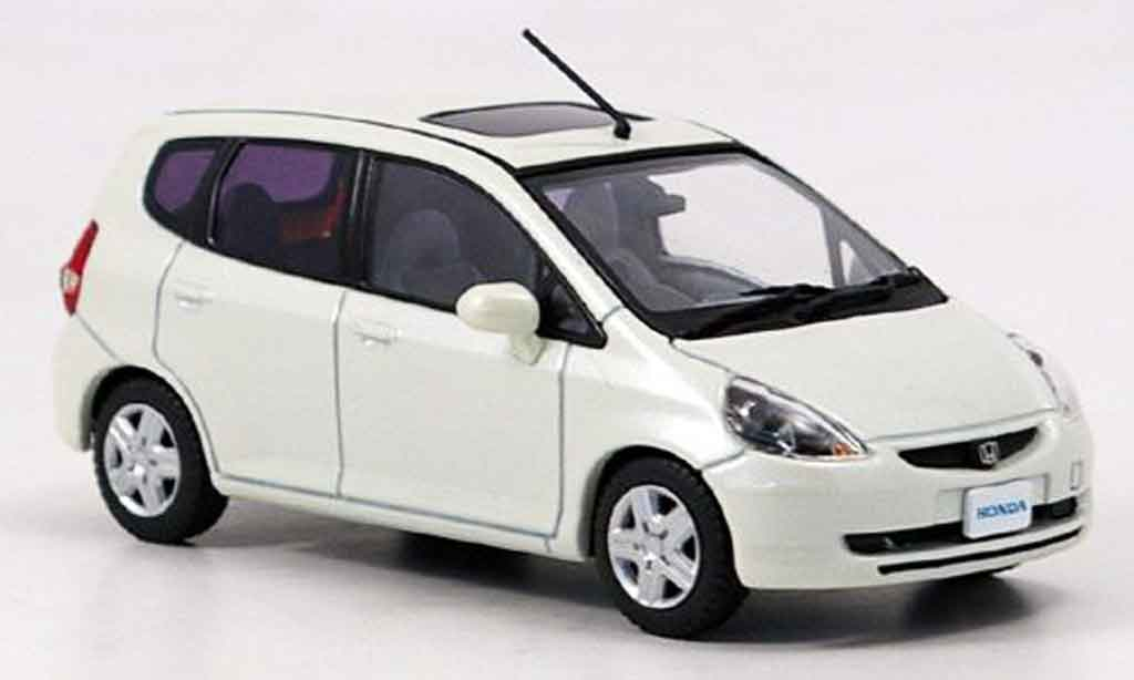 honda jazz miniature fit blanche ebbro 1 43 voiture. Black Bedroom Furniture Sets. Home Design Ideas
