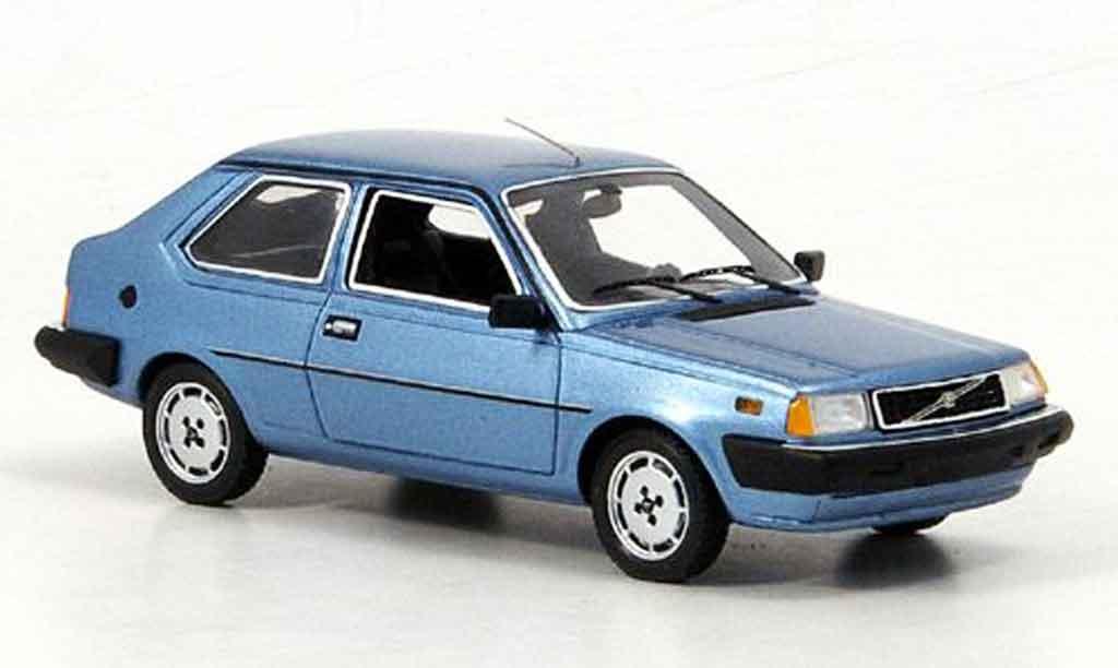 Volvo 360 1/43 Neo GLS bleu miniature