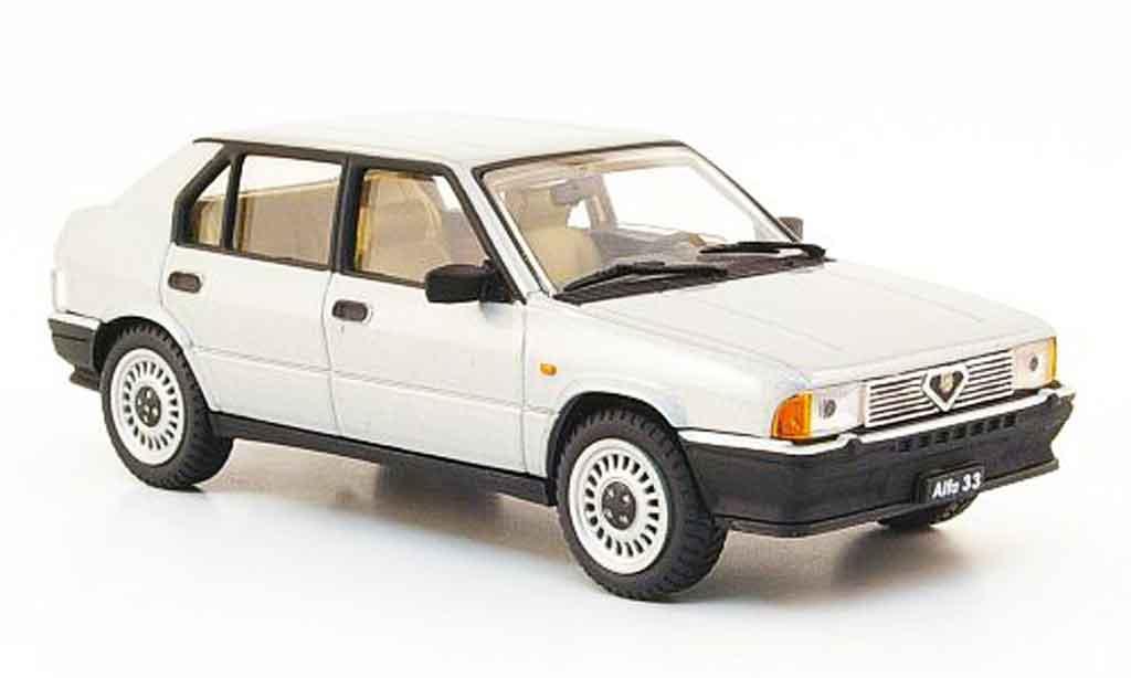 Alfa Romeo 33 1.3 1/43 Pego grise metallisee 1983 miniature