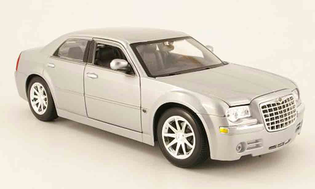 Chrysler 300C 1/18 Maisto grise clair metallized 2005 miniature