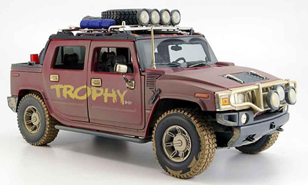 Hummer H2 1/18 Maisto sut trophy mit dreckspuren miniature
