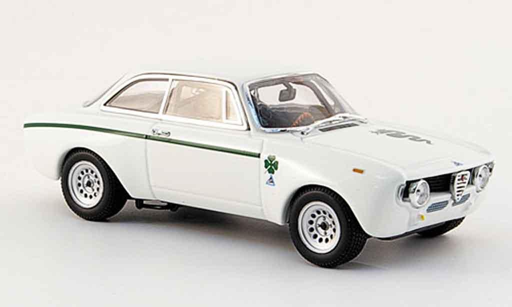 Alfa Romeo Giulia 1300 GTA 1/43 Minichamps junior blanche 1970 miniature