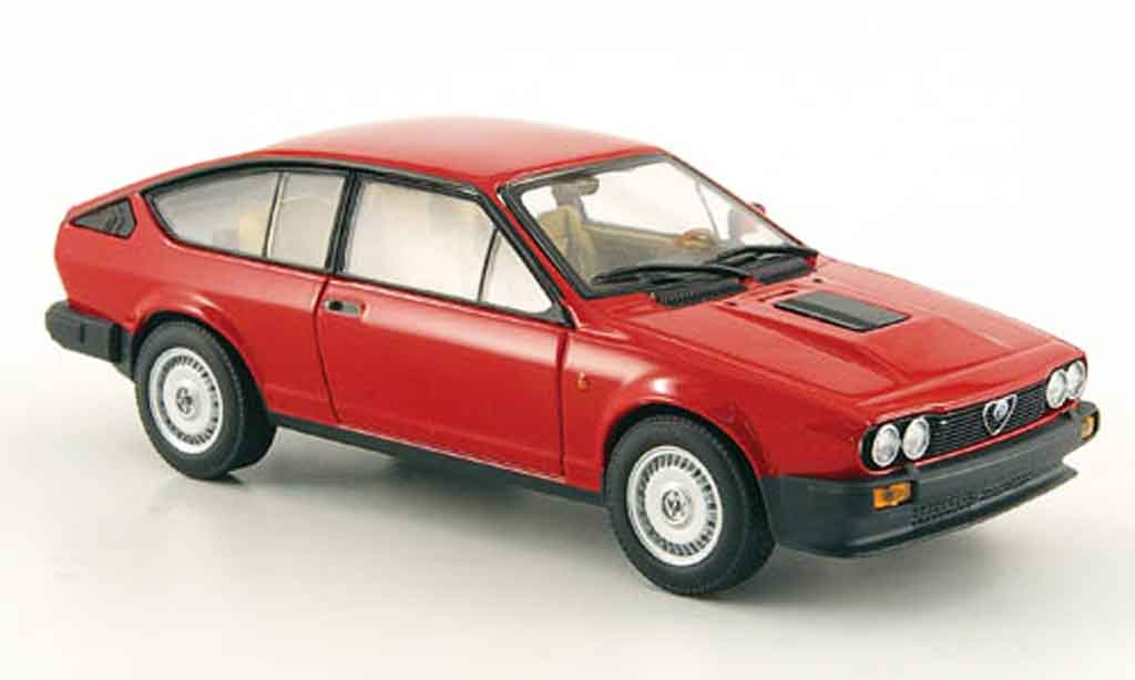 alfa romeo gtv 2 5 miniature v6 rouge 1983 minichamps 1 43. Black Bedroom Furniture Sets. Home Design Ideas