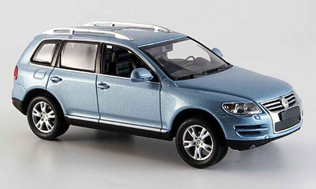 Volkswagen Touareg gray metallized 2007 Minichamps. Volkswagen Touareg gray metallized 2007 miniature 1/43
