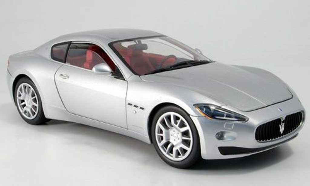Maserati Gran Turismo 1/18 Mondo Motors grise metallisee miniature