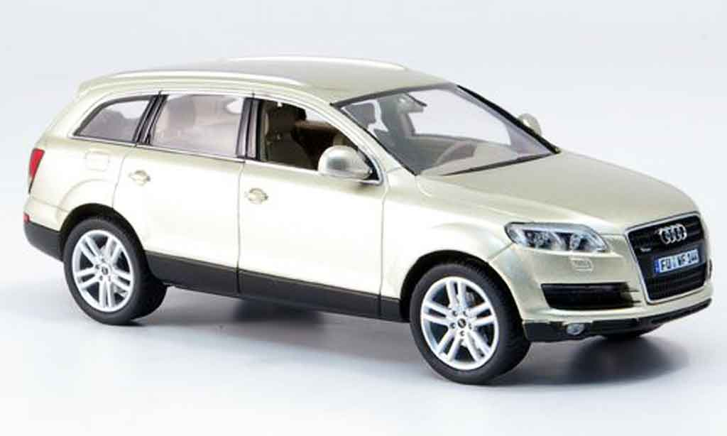 Audi Q7 1/43 Schuco beige miniature